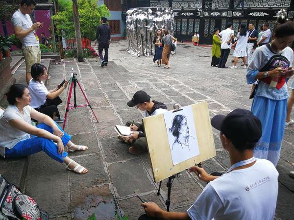 凤凰古城创办世界名家艺术年展催生国际艺术小镇