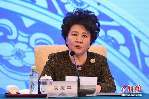 中国侨网国务院侨务办公室主任裘援平在开幕式上作主题报告。中新社记者 崔楠 摄