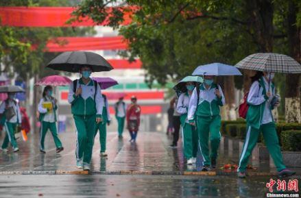 中国海南省高三、初三年级学生开学复课